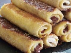 Pain de mie roulé au nutella facon pain perdu Sweet Recipes, Snack Recipes, Dessert Recipes, Cooking Recipes, Snacks, Pan Relleno, Desserts With Biscuits, Beignets, I Love Food