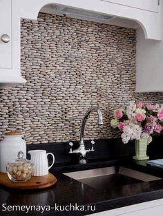 мозаика из каменной гальки на кухне