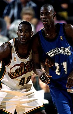"Shawn Kemp & Kevin Garnett - ""Reign Man v. The Big Ticket"" Basketball Pictures, Basketball Legends, Football And Basketball, College Basketball, Basketball Players, Nba Pictures, Top Nba Players, Kevin Garnett, Baskets"
