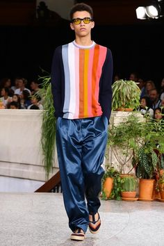 Discover NOWFASHION, the first real time fashion photography magazine to publish exclusive live fashion shows. Paul Smith, Live Fashion, Fashion Show, Runway Fashion, Mens Fashion, Spring Summer 2015, Picnic Blanket, Parachute Pants, Fashion Photography