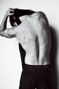 Gaspard Ulliel (back) Figure Drawing Reference, Body Reference, Anatomy Reference, Photo Reference, Male Photography, White Photography, Human Body Photography, Ulliel Gaspard, Mode Man