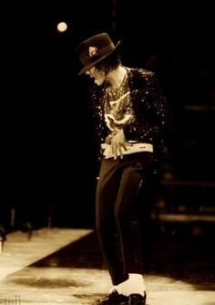 Michael Jackson in Billie Jean during the Victory Tour