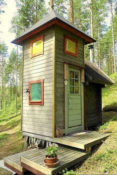 Suomen kaunein huussi -kilpailuun osallistui yli 500 käymälää. Neljästä kauneimmasta painetaan postimerkit. Katso myös kuvat kilpailun kummajaisista. Outdoor Bathrooms, Outdoor Showers, Outdoor Toilet, Rustic Toilets, Bird Houses, Homesteading, Bungalow, Abandoned, Tiny House