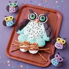 Gostosuras da noite. Biscoitos em forma de corujinhas, bolachas no formato de corujas. Cupcakes de coruja, minibolinhos em forma de coruja. Especial para eventos e festas infantil. Trick of the night. Corujinhas shaped cookies, biscuits in shape of owls. Owl cupcakes, owl-shaped minibolinhos.  For special events and children's parties.