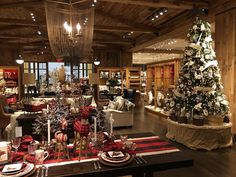 the most wonderful time of the year #Christmas #holidays #etc #potterybarn #dix30 #retail #igers #mtl #brossard #santa #hohoho #comeseeus #montreal #yul @potterybarn