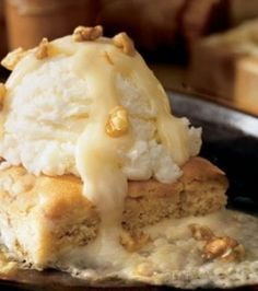 Say hello to the Applebee's Blondie Brownie!    Doesn't it just LOOK incredible? Imagine the smell, the taste, and the sensation of the warm blondie...