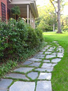 To Lay A Slate Walkway For Instant Cottage Curb Appeal How to lay a slate walkway.How to lay a slate walkway. Slate Walkway, Flagstone Walkway, Slate Patio, Front Walkway, Dubai Miracle Garden, Garden Stepping Stones, Young House Love, Garden Images, Gras