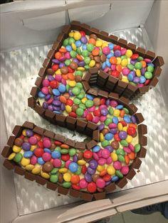 Zum Geburtstag ein Smartie Kuchen - Anniversaire - New Ideas 5th Birthday Cake, 5th Birthday Party Ideas, Birthday Treats, Boy Birthday Parties, Happy Birthday, Candy Cakes, Cupcake Cakes, Number 5 Cake, Smarties Cake
