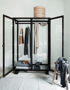 glass wardrobe /
