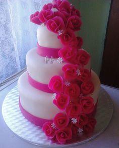 Víte co je krásný pocit?? Vytvoření něčeho co si lidé budou pamatovat do konce života. I když je to jen dort :) #weddingcake #proudofmyself #white #pink #bestfeeling by romulle