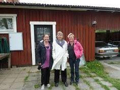 Den kvalité och det färgutbud som Anne-Maj Lings Krokmaskan haft genom åren, och inte minst hennes breda kompetens, är orsaken till att många av oss har köpt sitt  z-tvinnade ullgarn från Kampes ullspinneri hos Krokmaskan! Garnförsäljningen finns numera på: www.zgarn.se