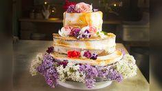 Bröllopstårta med tre nivåer