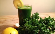 Pucker Up Parsley Ingredients: 1 bunch parsley 2 lemons thick slices horseradish root 2 cucumbers Directions: Peel lemons. Wash horseradish root and slice. Wash cucumbers and parsley. Juice all ingredients and serve over ice. Healthy Smoothies, Healthy Drinks, Smoothie Recipes, Healthy Recipes, Juice Recipes, Healthy Nutrition, Drink Recipes, Healthy Eating, Kidney Detox