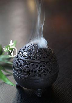 Incense burner? Idk, but its pretty. I've seen things like it. :) maybe it would be nice to use when I meditate. - https://flipboard.com/section/top-10-best-incense-holder-burners-reviews-2014-__ZmxpcGJvYXJkL2N1cmF0b3IlMkZtYWdhemluZSUyRlpJc1BpcE9oUmdpRzNNZzljZXFZZFElM0FtJTNBMTc5MTY1ODg1