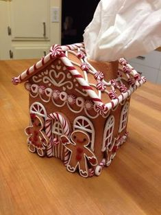 Faux Gingerbread House tissue box cover - made of polymer clay by Vlasta - but I could DIY out of cardboard for my kitchen theme (and gifts - only grinches wouldn't love this! Gingerbread Decorations, Christmas Gingerbread, Christmas Decorations, Christmas Kitchen, Christmas Home, Christmas Crafts, Christmas Ideas, Polymer Clay Christmas, Polymer Clay Crafts