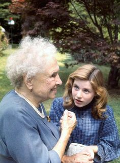 Activist for the disabled, Helen Keller meeting actress Patty Duke who portrayed Miss Keller in the play The MIracle Worker Get premium, high resolution news photos at Getty Images Helen Keller, The Miracle Worker, Special People, Women In History, Celebs, Celebrities, Amazing Women, Amazing People, Beautiful People