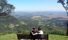 """Mirador Cerro Akatî: El Cerro Akatî es uno de los destinos que son """"marca país"""" y representa al Paraguay en materia de turismo y paisaje. El mirador en su cima está ubicado a 600mts. de altura y desde ahí uno experimenta una de las sensaciones más fuertes de paz y reencuentro con uno mismo."""