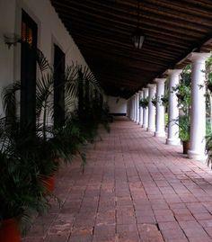 Corredor lleno de historia de la Hacienda La Vega, Caracas, Venezuela, hoy espacio público  que debemos preservar con celo <3