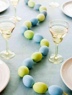 table de Pâques déco avec des oeufs