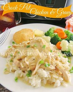 Crock pot chicken and gravy Crock Pot Chicken & Gravy. Gravy mix, cream of chicken soup, sour cream + rice, noodles or mashed potatoes. The Country Cook Crock Pot Food, Crockpot Dishes, Crock Pot Slow Cooker, Slow Cooker Recipes, Cooking Recipes, Crock Pots, Crockpot Meals, Freezer Meals, Quick Crock Pot Recipes