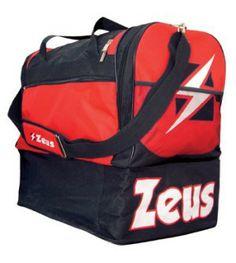Fekete-Piros-Fehér Zeus Gamma Nagy Sporttáska masszív, nagy teherbírású, kopásálló, oldalról kerekített, víztaszító, klasszikus felsőrészhez, alsó rekesz kapcsolódik cipzárral. Remek, kitűnő választás a Zeus feliratos, címeres, további 6 színkombinációban elérhető Zeus Gamma nagy sporttáska. Fekete-Piros-Fehér Zeus Gamma Nagy Sporttáska méretei: 52 x 52 x 36 cm