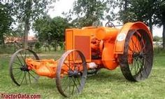 Here is a 1916 Happy farm gas tractor it sported a two cylinder opposed horizontal engine with a 5 inch bore and 6.1/2 inch stroke the Happy farmer tractor company was short lived formed in 1914 and resolved in 1917