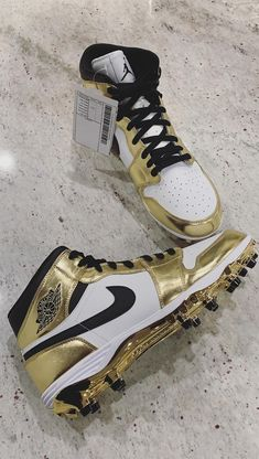 buy online 63e37 ac109 Michael Thomas Air Jordan 1 Playoff PE