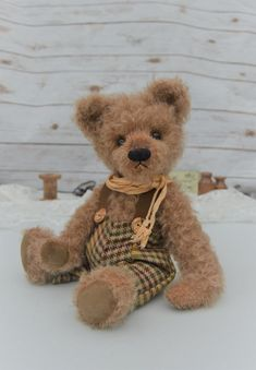 18d581efe22 Old Fashioned Teddy Bear
