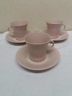 Hyväkuntoiset, vaaleanpunaiset Arabian kahvikupit, 50-luvulta, 3 paria.  15 euroa/kpl Tea Cups, Tableware, Dinnerware, Tablewares, Dishes, Place Settings, Cup Of Tea