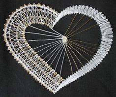 ENCAJE DE Barbora Pavla Špádová. CONGRATULATIONS!!! Bobbin Lace Patterns, String Art Patterns, Lacemaking, Lace Heart, Lace Jewelry, Needle Lace, Antique Lace, Christmas Deco, Lace Design