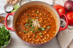 Punjabi chole is a delicious, wholesome Indian dish that works well as part of a meal or by itself. Serve it with fried Indian flatbreads. Healthy Vegetarian Diet, Healthy Dishes, Vegetarian Recipes, Vegetarian Curry, Chickpea Recipes, Lentil Recipes, Spicy Recipes, Curry Recipes, Vegan Food