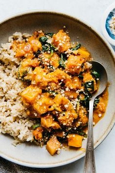 Butternut Squash Curry with Spinach Delicious Vegan Butternut Squash Curry Recipe - ready in 45 minutes!Delicious Vegan Butternut Squash Curry Recipe - ready in 45 minutes! Curry Recipes, Vegetarian Recipes, Healthy Recipes, Vegan Bean Recipes, Healthy Curry Recipe, Delicious Vegan Recipes, Vegan Meals, Healthy Snacks, Butternut Squash Curry