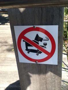 Interdit aux chiens qui picolent, fument et font du skate