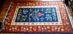 De peste 50 de ani Lăzărica Popescu țese covoare și tapiserii | Adela Pârvu - Interior design blogger Traditional Rugs, Rugs On Carpet, Loom, Bohemian Rug, Weaving, Interior, Fabric, Craftsman, Design