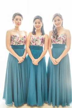 Sweetheart Floral and Blue Bridesmaid Gowns Photo: Rock Paper Scissors Beach Wedding Bridesmaid Dresses, Bridesmaid Dress Colors, Red Wedding Dresses, Wedding Gowns, Wedding Entourage Gowns, Brides Maid Gown, Perfect Wedding Dress, Marie, Classy Outfits