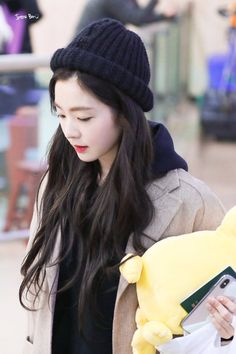 """irene in caps that will make you gay : a thread 😜"" Modern Hijab Fashion, Trendy Fashion, Fashion Models, Girl Fashion, Seulgi, Red Velet, Flawless Beauty, Red Velvet Irene, Cute Celebrities"