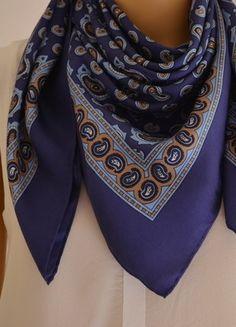 À vendre sur #vintedfrance ! http://www.vinted.fr/accessoires/echarpes/28170723-foulard-soie-cyrillus-motifs-cachemire-bleu-et-beige