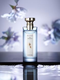 Still life photographer Candice Milon - Bvlgari Eaux Parfumées Fragrance beauty shot with flowers #stillife #perfume