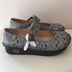 Alegria Paloma Mary Janes nursing shoes size 40 New new new!!! Paper is still on the buttons! Size 40=10 make an offer!! Alegria Shoes Mules & Clogs