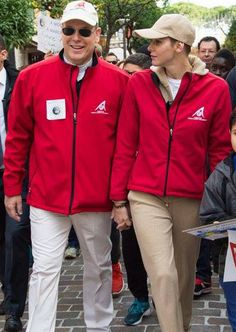 Jacques e Gabriella di Monaco: anche i gemellini marcia con papà Alberto e mamma Charlene Wittstock. Tutte le foto   People