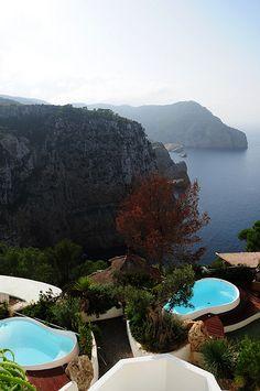 Hacienda Na Xamena, #Ibiza #Spain - El arquitecto de la Hacienda Na Xamena ha diseñado hasta las mini-piscinas :) The architect of the Hacienda Na Xamena has gone as far as designing the mini-pools :) @HaciendaNaXamena