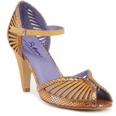 b4you Fatma cuoio/gold This chic court shoe is perfect for office glamour or a night out with the girls. Metallic snakeskin and the featured cut-out design are huge looks this season, by incorporating both key styles youll  http://www.comparestoreprices.co.uk/womens-shoes/b4you-fatma-cuoio-gold.asp