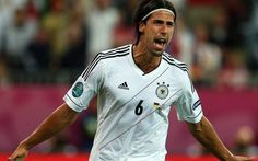 Arsenal and Chelsea on alert after Sami Khedira reveals he will leave Real Madrid in summer http://www.telegraph.co.uk/sport/football/teams/arsenal/11626104/Arsenal-and-Chelsea-on-alert-after-Sami-Khedira-reveals-he-will-leave-Real-Madrid-in-summer.html…