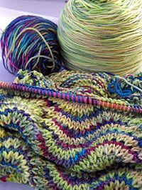"From ""the good stitch"" » Fricknits' scarf - a happy use of a very simple repeat pattern and an inspired choice of a ""pretty color"" with ""an ugly color"":"