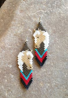 Horse Head Beaded Earrings by DoubleACreations on Etsy Beaded Bracelet Patterns, Seed Bead Patterns, Bead Embroidery Jewelry, Beading Patterns, Loom Beading, Beaded Embroidery, Beading Jewelry, Beading Tutorials, Seed Beads