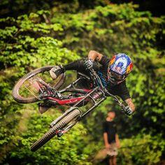 Tuliskan 3 kata kamu waktu melihat luar biasanya sepeda yang satu ini... ------------------------- #sepeda #sepedagunung #sepedaindonesia #sepedacadas #gowes #mtbindonesia #mtb