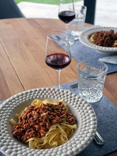 Vegetarian mince sauce with herbs. Quorn, Lidl, Vegetarian Recipes, Spaghetti, Prom Dresses, Herbs, Ethnic Recipes, Food, Essen