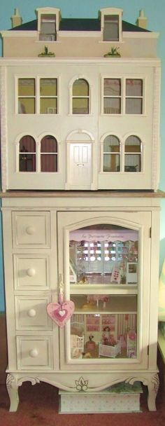 dollhouses | dollhouse on cabinet | Dollhouses i would love to have a dollhouse like this,,♥