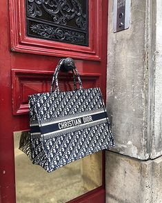 is the only boutique that has - Dior Purse - Ideas of Dior Purse - Yessss! is the only boutique that has Dior Bag Ideas of Dior Bag Yessss! is the only boutique that has Chanel Handbags, Purses And Handbags, Dior Purses, Cristian Dior, Mode Ootd, Back In The Game, Brown Bags, Luxury Bags, Beautiful Bags