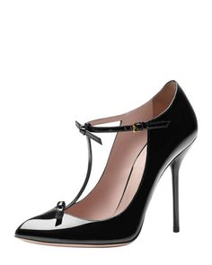 Gucci is the only designer out with an adorable/sexy T-strap pump right now, which is a shame because I need to buy all of them so badly.